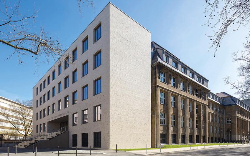 Das Fritz-Henßler-Berufskolleg in Dortmund (© Joerg Hempel)