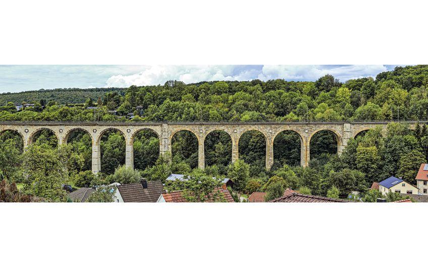 Panorama des großen Viadukts in Altenbeken (Foto: ©mitifoto – stock.adobe.com