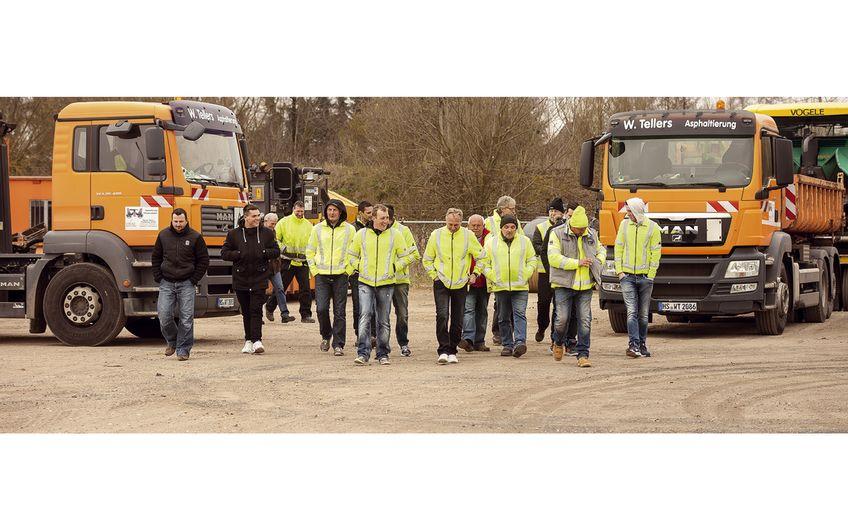 Das Straßenbau-Team hat nur ein gemeinsames Ziel: Qualität im Straßenbau schaffen (Foto:  Holger Bernert)