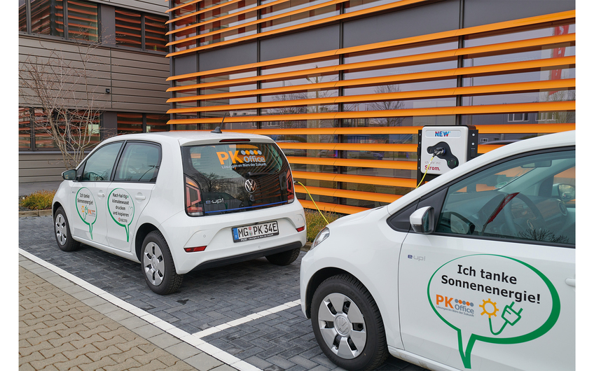 Mit E-Fahrzeugen setzt PK Office auf Nachhaltigkeit (© Fotodesign Matthias H. Schütz)