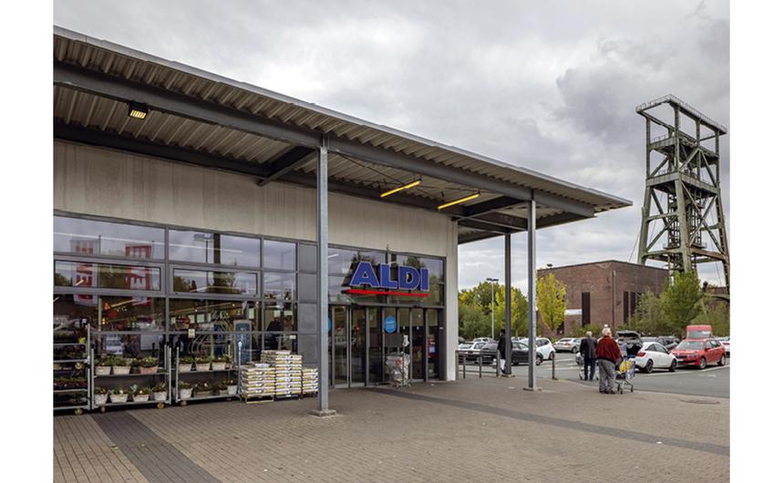 Einkaufen unterm Förderturm oder das kleine Bankgeschäft erledigen (Foto: Thomas  Stachelhaus)