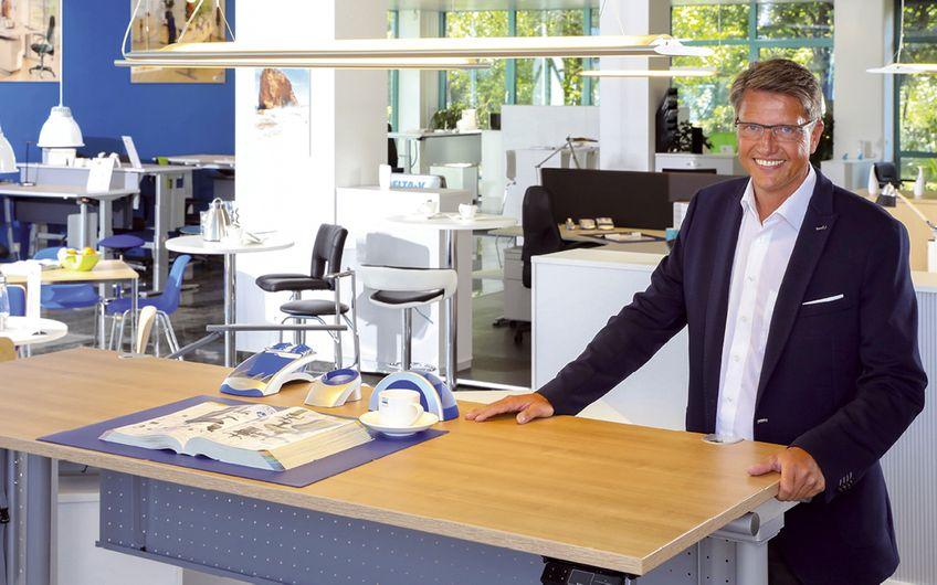 Delta-V Büro- und Betriebseinrichtungen: Gesund arbeiten im  Sitzen und im Stehen