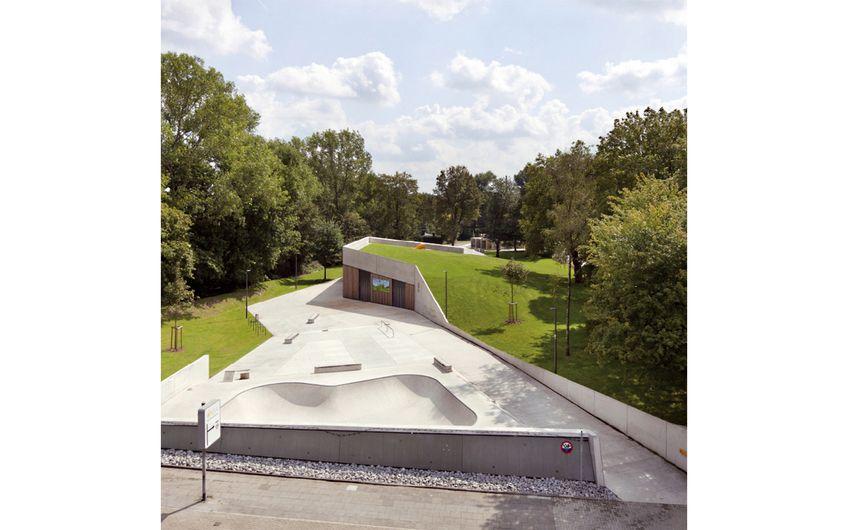 Play_Land in Oberhausen-Holten. Eine Teamarbeit der Architekten Banz+Riecks, der Künstlerin Apolonija Šušteršič und der Landschaftsarchitekten wbp (Foto: Claudia Dreyße)
