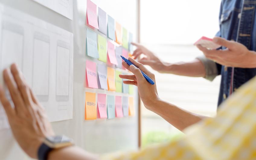 Das visuell unterstützte Vorgehen hilft bei dem Zusammenfügen vieler Einzelideen (© memyjo − stock.adobe.com)
