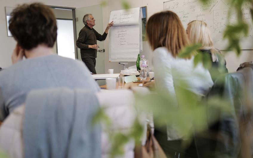 Investition ins Personal: KKS-Mitarbeiter erhalten kostenlose Deutsch- und Englischkurse