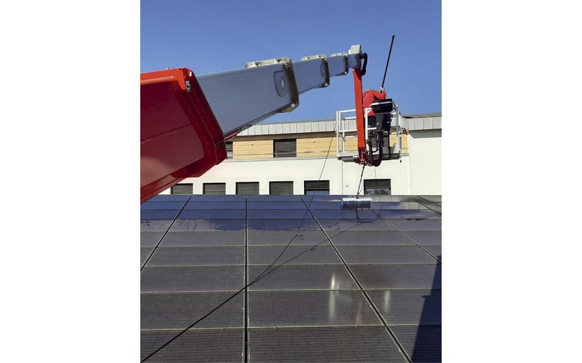 RADDATZ ist u. a. auf die Reinigung von Solaranlagen spezialisiert
