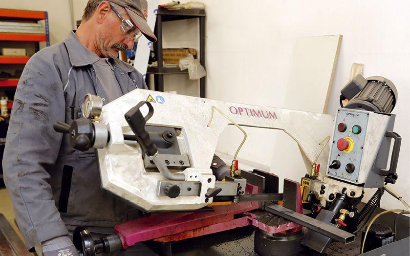 In der hauseigenen Werkstatt entstehen die Unterkonstruktionen für die Komponenten der Feststellanlagen