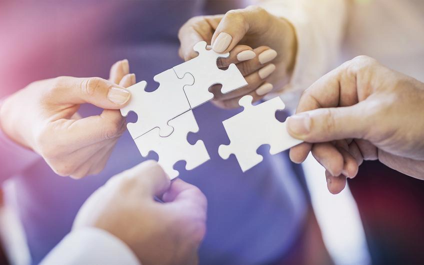Zusammenhalt und Kooperation sind wichtige Voraussetzungen, Krisen gut zu überstehen (Foto: ©REDPIXEL – stock.adobe.com)