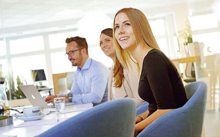 Das baseplus®-Team bettet die Webauftritte seiner Kunden stets in die ganzheitliche Online-Marketing-Strategie ein (Foto: Carlos Albuquerque - pixel&korn)