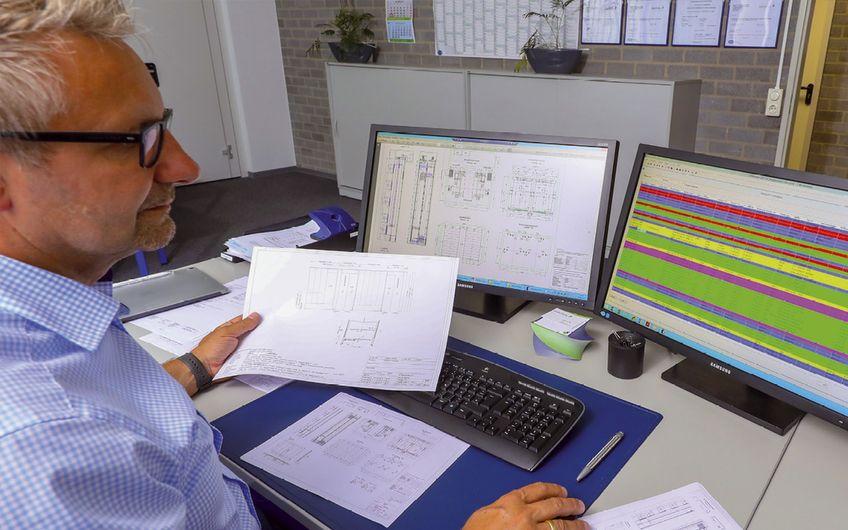 Jeder Kundenauftrag wird bei Niggemeier & Leurs mit höchsten Sicherheits- anforderungen geplant, umgesetzt und dokumentiert – dafür ist man vierfach zertifiziert (Foto: Jan Heinze)